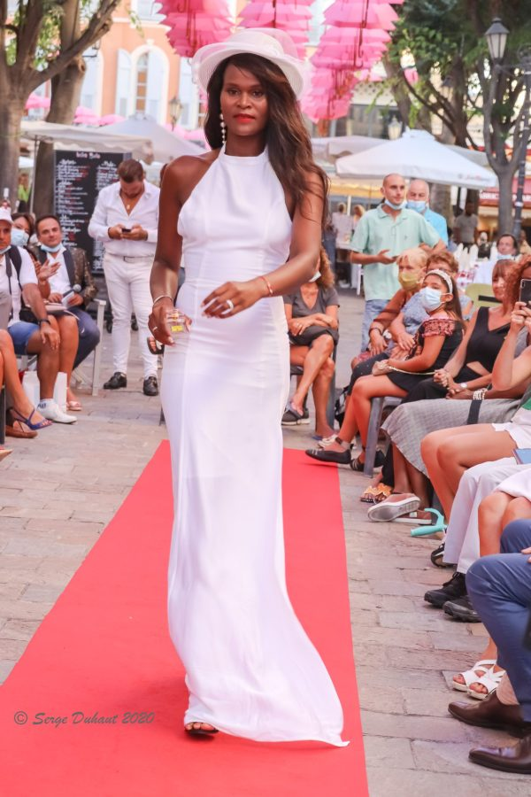 SUPERBE ROBE BLANCHE LONGUE CREATION JULY OF ST BARTH