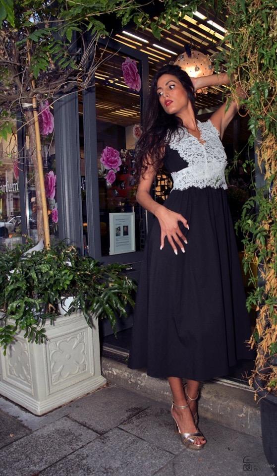 Superbe robe noire avec dentelles