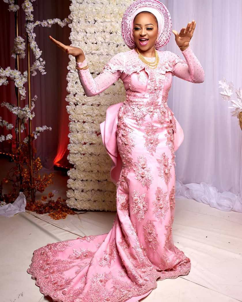 Let's Make These Sweet, Simple Asoebi Styles Trend