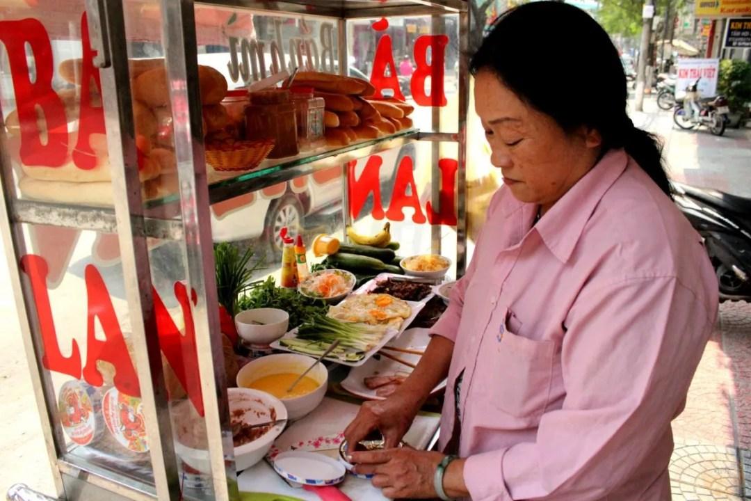 where to eat best Bánh mì da nang