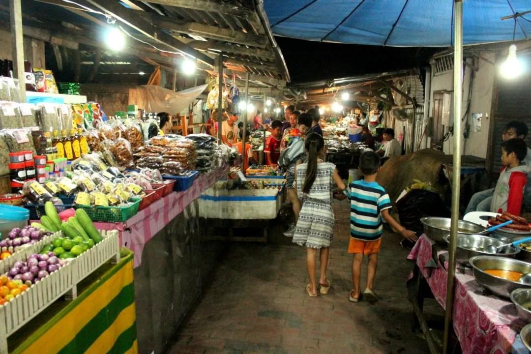 Night market luang prabang cosa fare