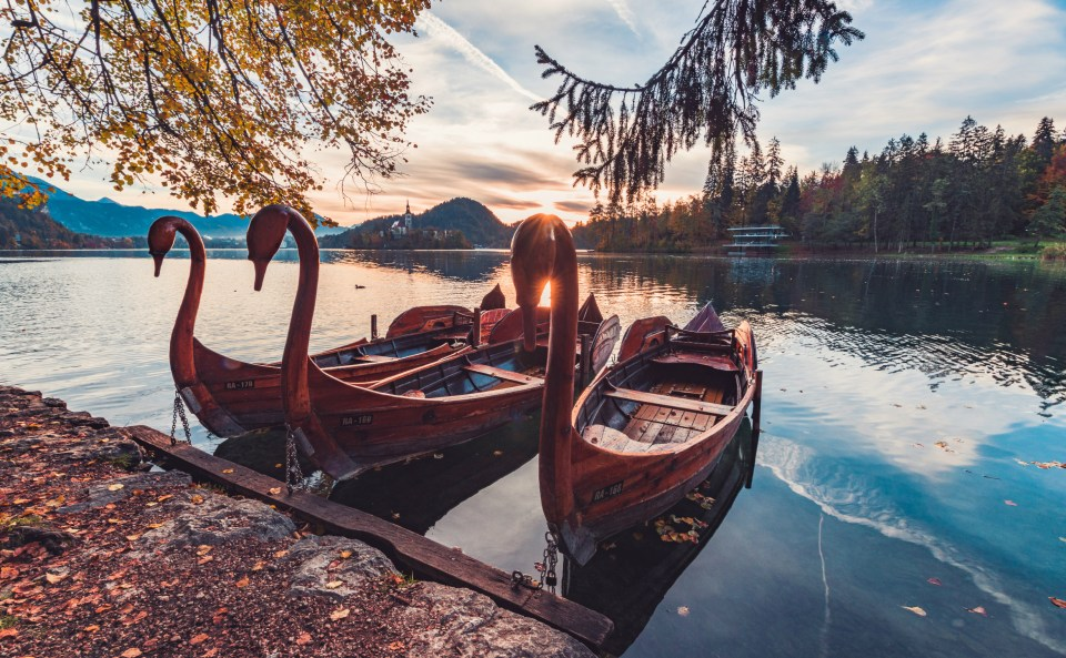 Boat rental in Bled. Ph. Credit: Wiki Commons