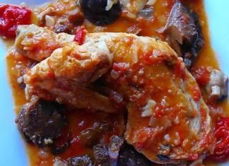 pollo con setas y tomate
