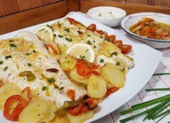 merluza-con-patatas-y-pimientos-1-660x371