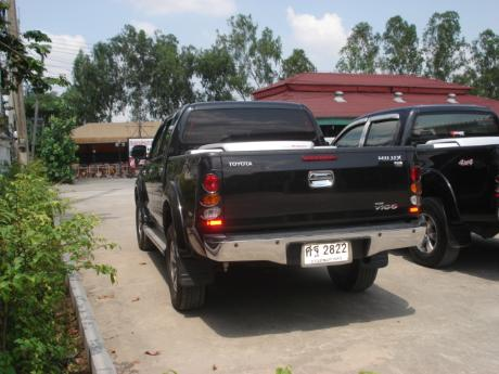 used Toyota Hilux VigoDouble Cab 4x4 G with utility box at Thailand's most trusted Toyota new and used Hilux Vigo dealer Jack Motors Thailand