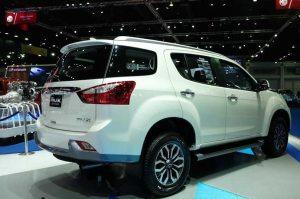 2016-isuzu-mux-rear-side