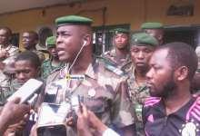Le colonel Mamadou Alpha Barry, ancien porte-parole de la gendarmerie présentant à la presse des bandits (photo d'illustration)