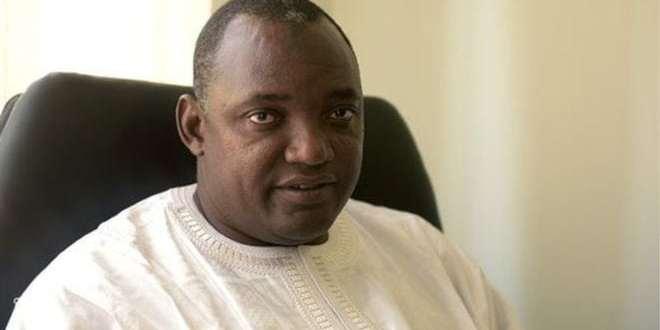 L'opposant historique Oussaino Darboe, 69 ans, est le chef du parti au pouvoir dans lequel milite le président Adama Barrow.