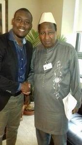 Aliou Bah lors de sa rencontre avec Alpha Oumar Konaré, ancien président du Mali