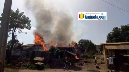 Manifestation à Beyla plusieurs maisons (cases) brûlées