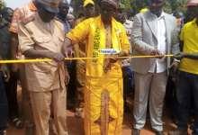 Oumou Camara, ministre des travaux publics et Ibrahima Kalil Keita, préfet de Siguiri