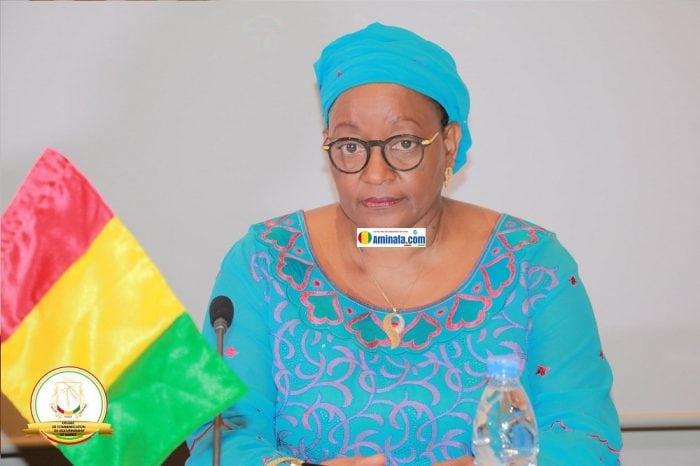 Mama Kanny Diallo, ministre de la coopération internationale