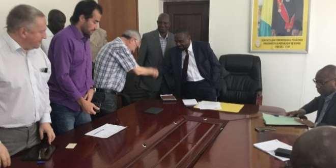 Aboubacar Sylla, ministre d'Etat aux transports reçoit une délégation de la Compagnie de bauxite de Kindia (CBK)