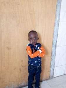 Cet enfant de 3 ans était bloqué dans l'incendie quand le caporal Mouctar Soumah est venu le sauver