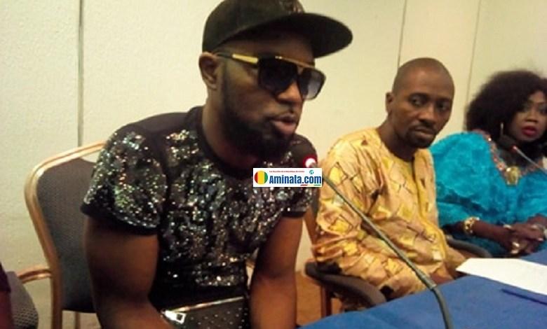 Abraham Sonty Koundouwaka annonçant le report de son concert VIP, le 9 mars 2019