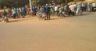Manifestation de jeunes à Dabola pour réclamer le retour de l'eau et de l'électricité