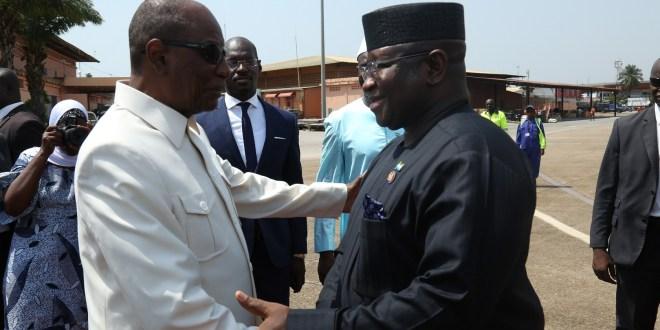 Alpha Condé et Julius Maada BIO à l'aéroport international de Conakry-Gbessia