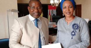Madame Tall Amanatou Directrice Générale Adjointe de Cellcom avec le Général Mathurin Bangoura