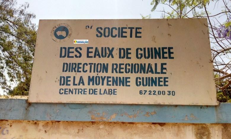 Une plaque de la Société des eaux de Guinée (SEG)
