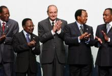 Le président Jacques Chirac, entouré de ses homologues Blaise Compaoré, gabonais Omar Bongo Ondimba, Paul Biya et Denis Sassou Nguesso