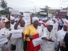 Marche des femmes du Front national pour la défense de la constitution (FNDC)