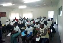 Atelier de formation sur la recherche d'emploi et l'adaptation au milieu professionnel à l'intention d'une soixantaine de jeunes