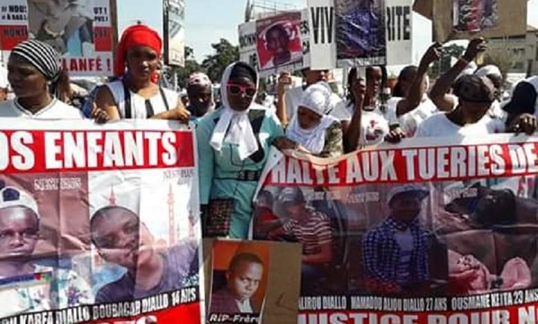 Des femmes manifestent contre les violences policières en Guinée