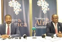 Moustapha Mamy Diaby, ministre des télécommunications et le directeur général de l'Alliance Smart Africa, Lacina Koné