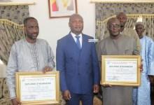 Remise de diplôme d'honneur à Aliou Traoré et Mohamed Sidibé