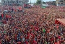 Une immense foule des partisans hostiles au 3e mandat