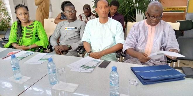 Madame Diallo née Fanta Kaba et Sadou Diallo du marketing de UBA-Guinée suivent avec attention le déroulement de la cérémonie