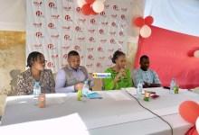 Madame Diallo née Fanta Kaba lors de la présentation du projet d'investissement social dénommé Each One Teach