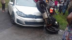 Un accident de circulation impliquant une voiture et une moto