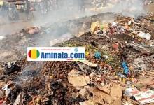 Des ordures incinérées au marché d'Enta