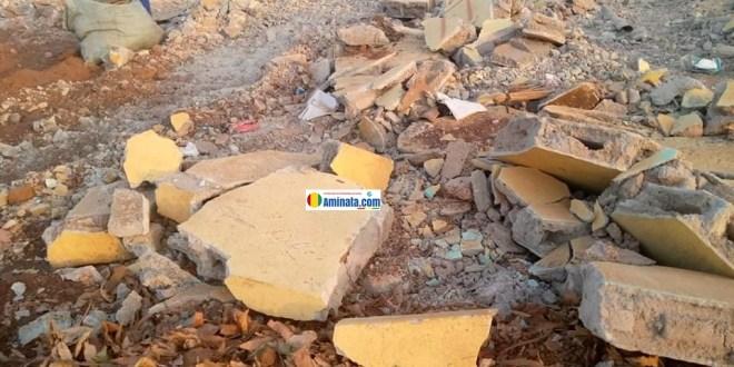 Des ruines des écoles et des maisons détruites à Kipé