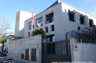 Devant les locaux de l'ambassade de Guinée en Espagne