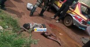 Des policiers devant le corps d'un jeune tué par balleDes policiers devant le corps d'un jeune tué par balle