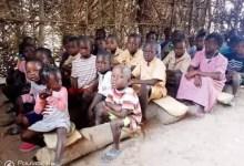 Une école de fortune à Boké