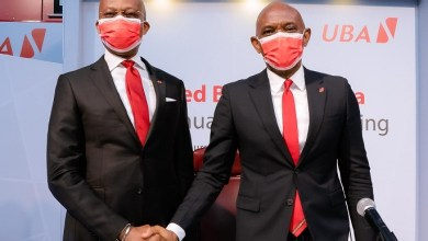Le Directeur général du Groupe UBA, Kennedy Uzoka et le PCA du Groupe UBA, Tony Elumelu, lors de la 59e assemblée générale annuelle de United Bank for Africa (UBA) Plc, qui s'est tenue à Lagos jeudi