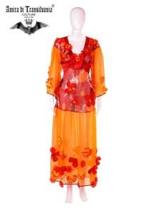 Abito couture colore arancione con fiori
