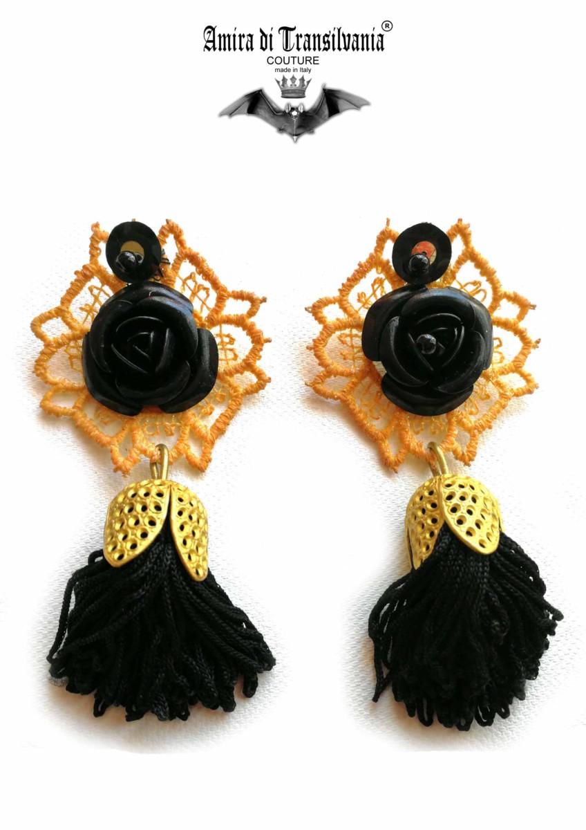 orecchini neri rose e pendente