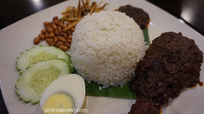 Nasi lemak delivery - Nasi lemak bersama ayam masak merah
