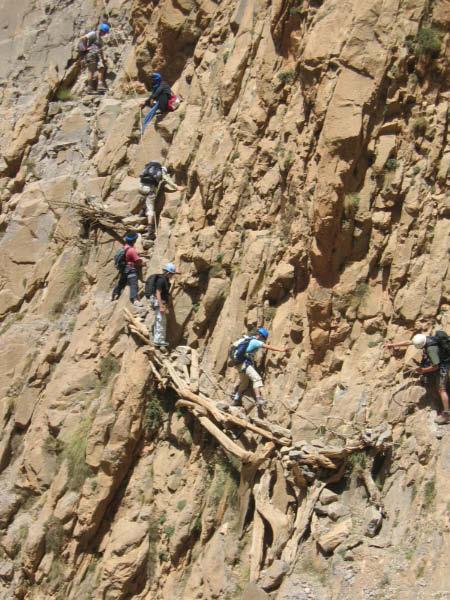 rehabilitation des voies berberes cirque de taghia maroc vallee d ahansal haut atlas aout 2006 club alpin de niort 18 24