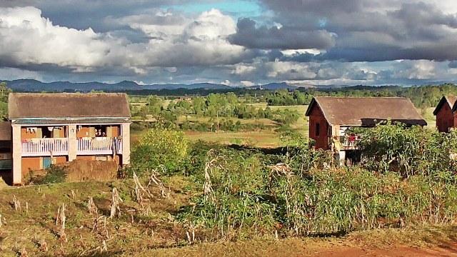 Vue sur un hameau de Kélilalina