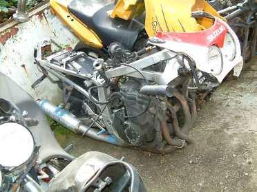 Er kwamen nogal veel Suzuki' GSX-Rren abrupt aan hun eind.