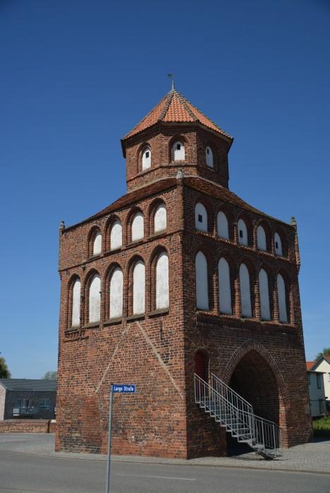 Das Rostocker Tor in Ribnitz-Damgarten, der Bernsteinstadt