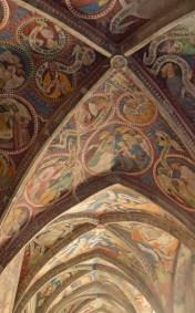 Kreuzgang mit Fresken
