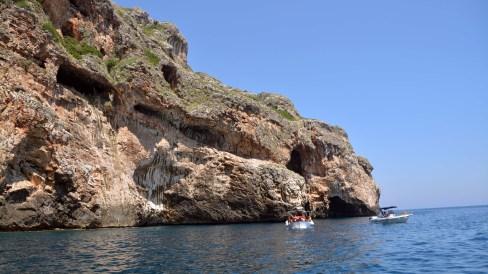 Grotte auf der adriatischen Seite