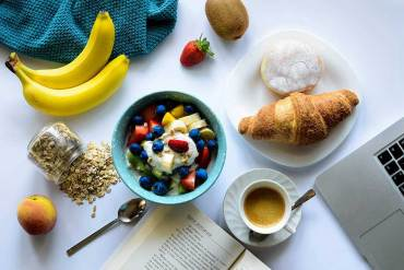 eating healthy breakfast meal