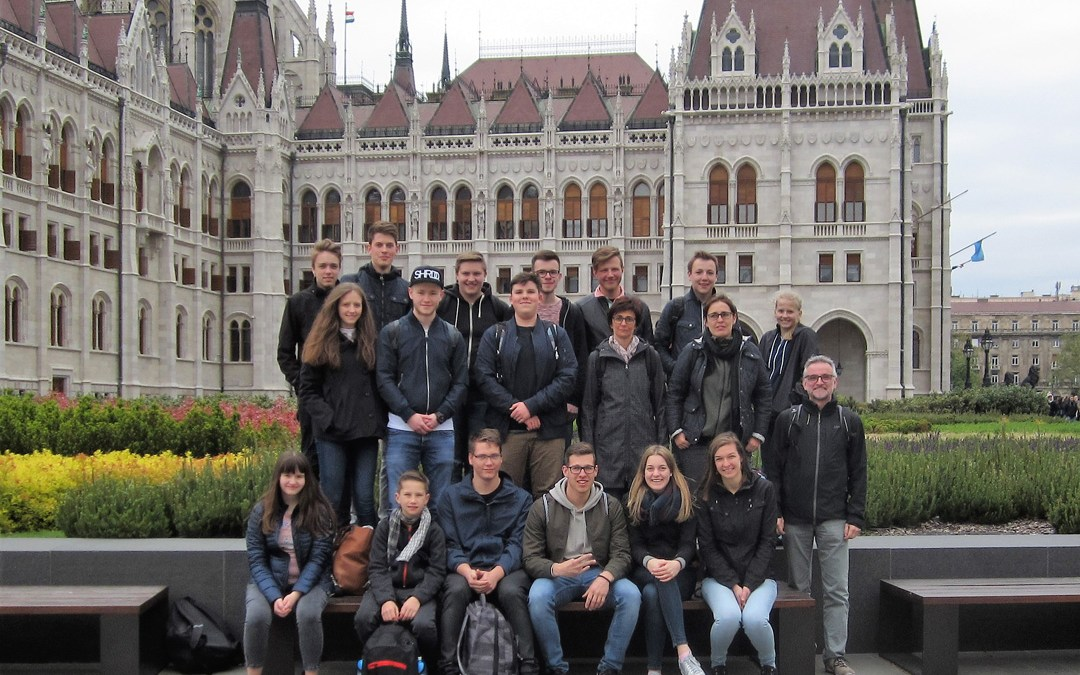 H. Raatz: Egészségedre und Köszönöm – Bigband Mönhattan in Ungarn